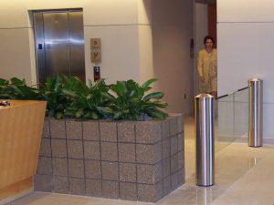 klapdeur voor toegangscontrole en entreebeveiliging